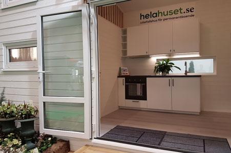 Attefallshus visningshus med loft, kök och badrum